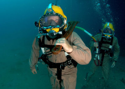 Plongeur (d'aide au franchissement, de bord, hyperbare, démineur, scaphandrier)