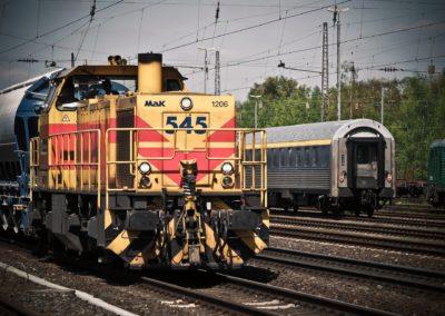 Accrocheur (de wagons du réseau ferré, manutentionnaire du réseau ferré)