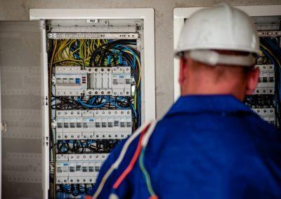 Aide électricien de maintenance