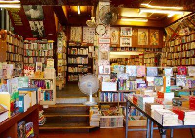 Vendeur en (kiosque, librairie, loisirs créatifs, produits culturels et ludiques, en ski)
