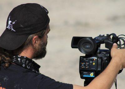 Réalisateur de plateau, de téléfilm, de vidéo-clip, d'émission de radio, de long métrage